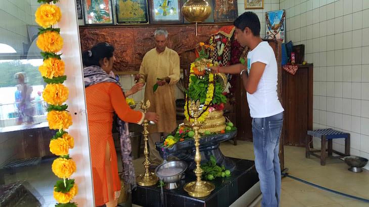 Dentro do Templo Ganga Talao - Ilhas Mauricias © Viaje Comigo