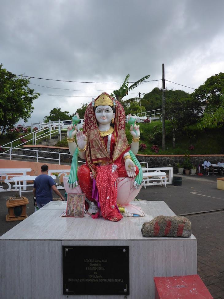 Mahalaksmi - Deusa da Fortuna, Saúde, Prosperidade, Beleza e Luz - Ganga Talao - Ilhas Mauricias © Viaje Comigo