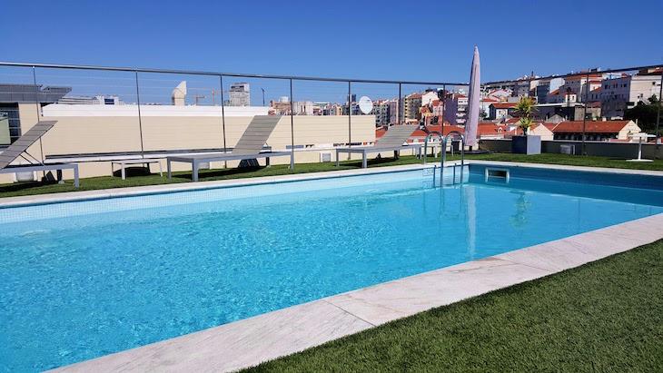 Piscina do NH Collection Lisboa Liberdade Hotel © Viaje Comigo