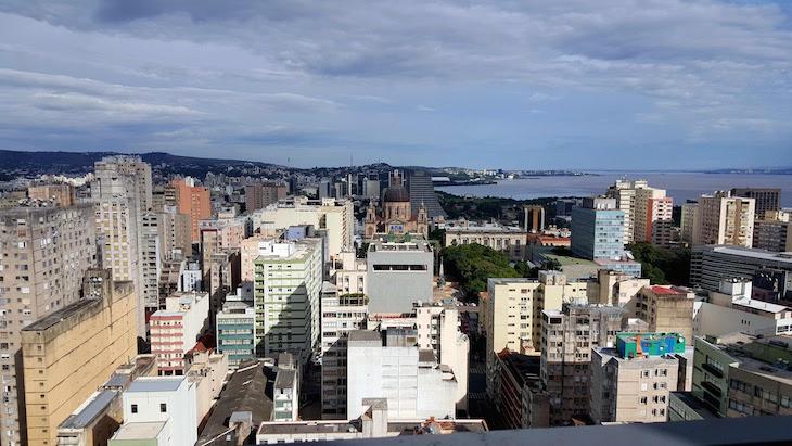 Vista do Edifício Santa Cruz - Porto Alegre, Rio Grande do Sul, Brasil © Viaje Comigo