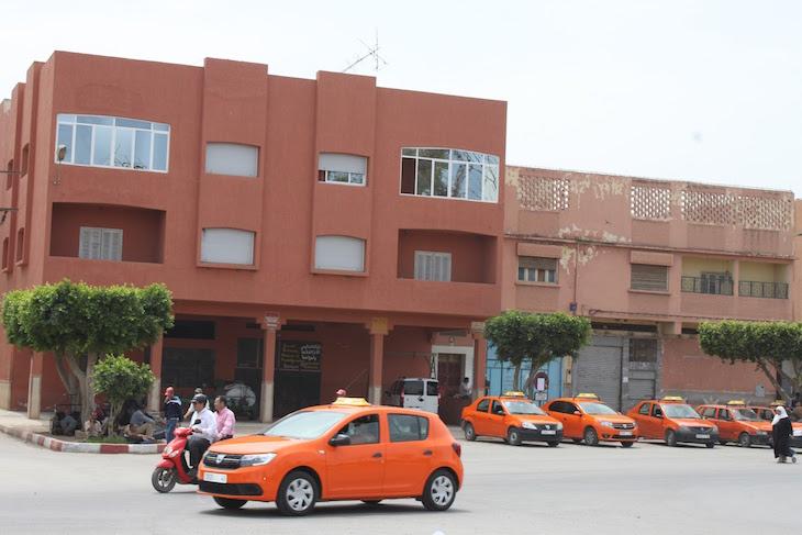 Táxis laranjas - Berkane - Marrocos © Viaje Comigo