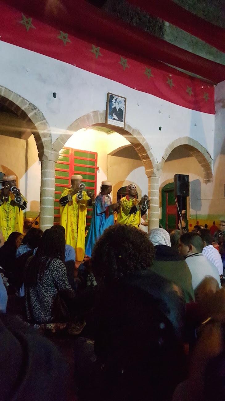Maâlem Moqadem Raouf & Maâlem Seddik Qanarouch Festival Gnaoua 2017 - Essaouira © Viaje Comigo