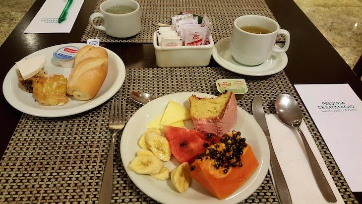 Pequeno-almoço no Laghetto Vertice Manhattan, Porto Alegre, Brasil © Viaje Comigo