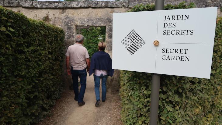Jardim des Secrets - Château d'Azay-le-Rideau, Vale do Loire, França © Viaje Comigo