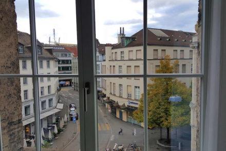 Vista do quarto do Glockenhof Zürich Hotel - Zurique © Viaje Comigo