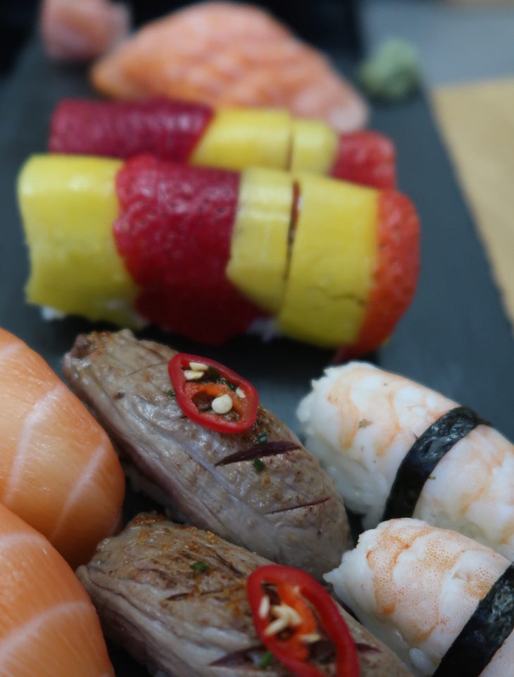 Sushi de bife e salmão - Sushi Store, Avenida da Boavista, Porto © Viaje Comigo