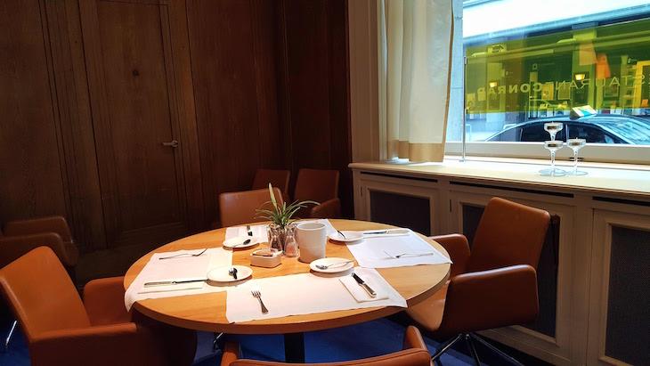 Sala do restaurante do Glockenhof Zürich Hotel - Zurique © Viaje Comigo