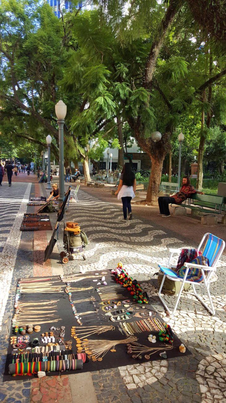 Praça da Alfandega, Porto Alegre - Brasil © Viaje Comigo