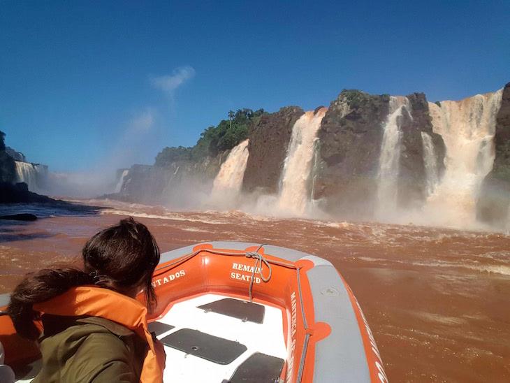Passeio de barco nas Cataratas do Iguaçu - Brasil © Viaje Comigo