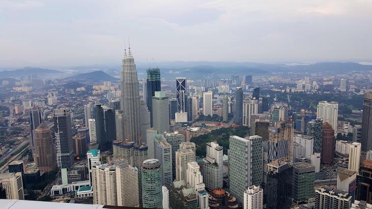 Torres Petronas vistas a partir da KL Tower - Kuala Lumpur - Malásia © Viaje Comigo