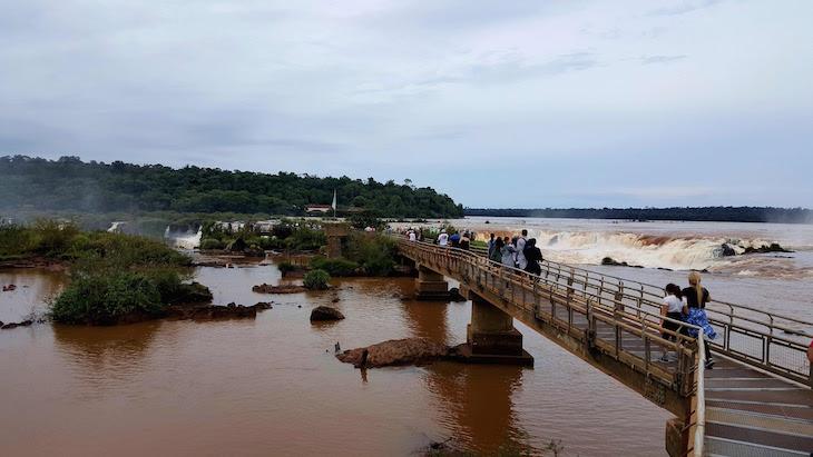 Caminho para Garganta del Diablo - Cataratas del Iguazú, Argentina © Viaje Comigo