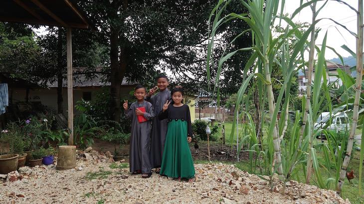 Meninos de Kuala Tahan - Malásia © Viaje Comigo