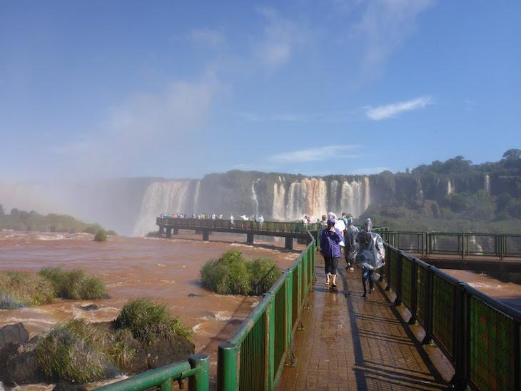 Passadiço nas Cataratas do Iguaçu - Brasil © Viaje Comigo