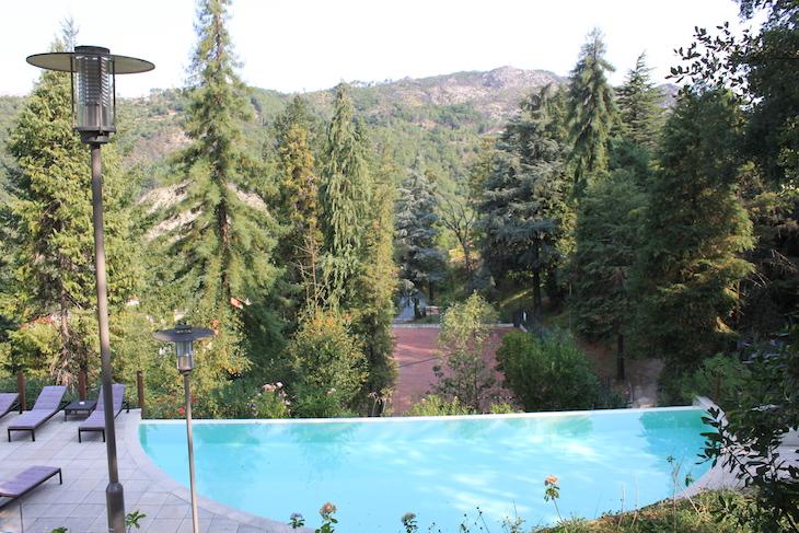 Piscina do Hotel Rural Misarela © Viaje Comigo