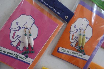 Brincos com fezes de elefante - Sri Lanka © Viaje Comigo