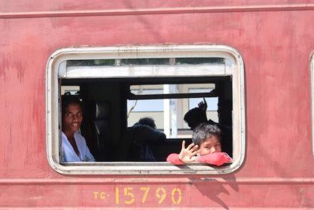 Comboio em Colombo - Sri Lanka © Viaje Comigo.