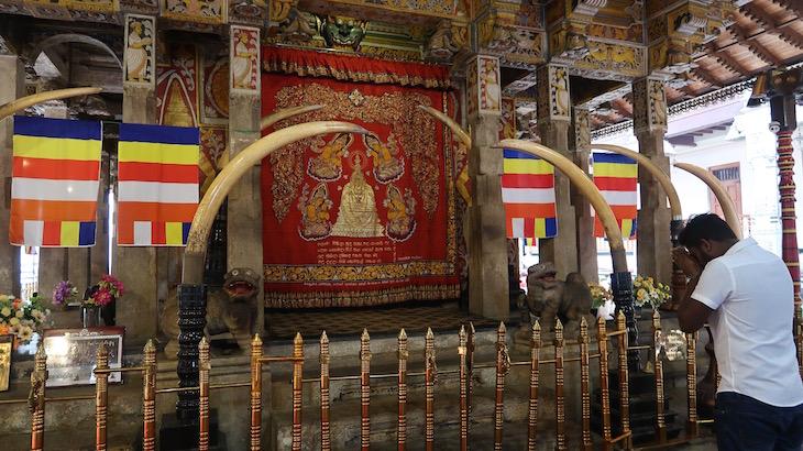 Templo onde está a Relíquia do Dente Sagrado, Kandy, Sri Lanka © Viaje Comigo