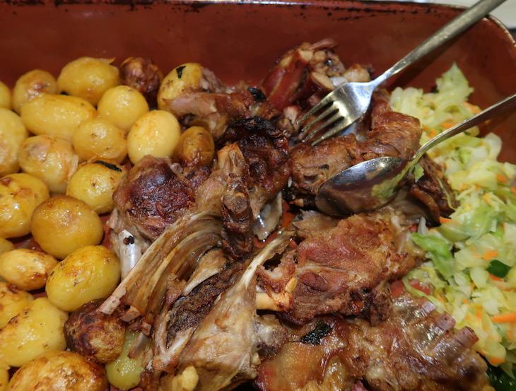 Cabrito no Restaurante Coelho - Amarante © Viaje Comigo