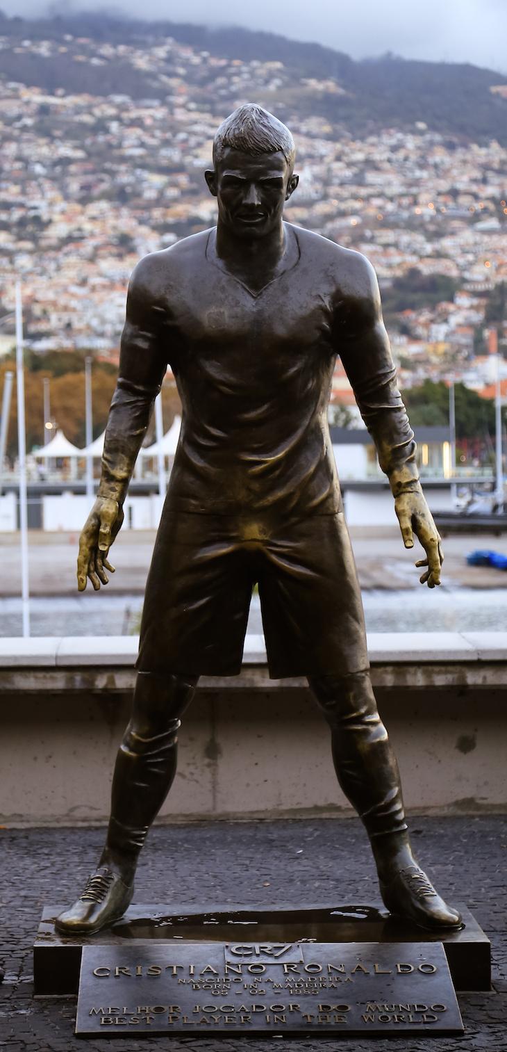 Estátua Cristiano Ronaldo junto ao Museu CR7-Funchal- Madeira © Débora Pinto