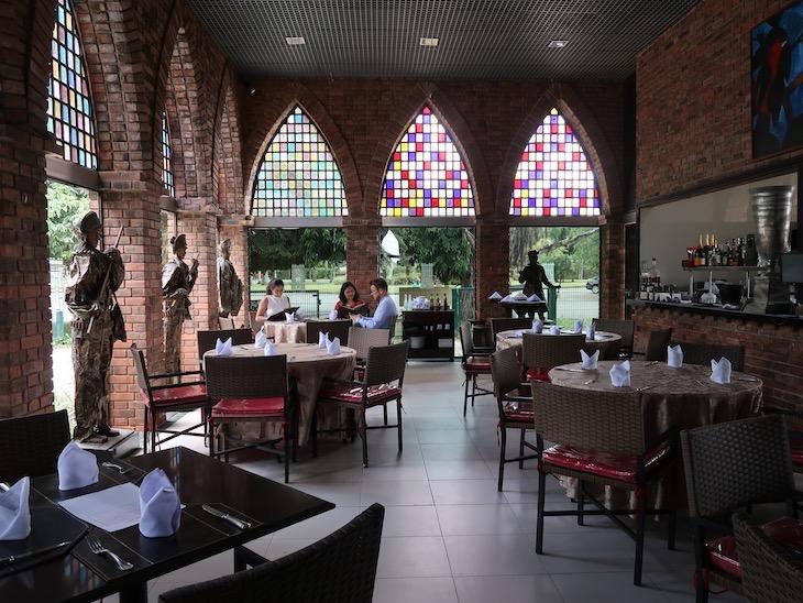 Restaurante Castelus - Instituto Ricardo Brennand - Recife, Brasil © Viaje Comigo