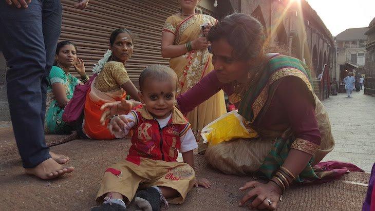 Bebé no templo Mahalakshmi - Kolhapur - India © Viaje Comigo