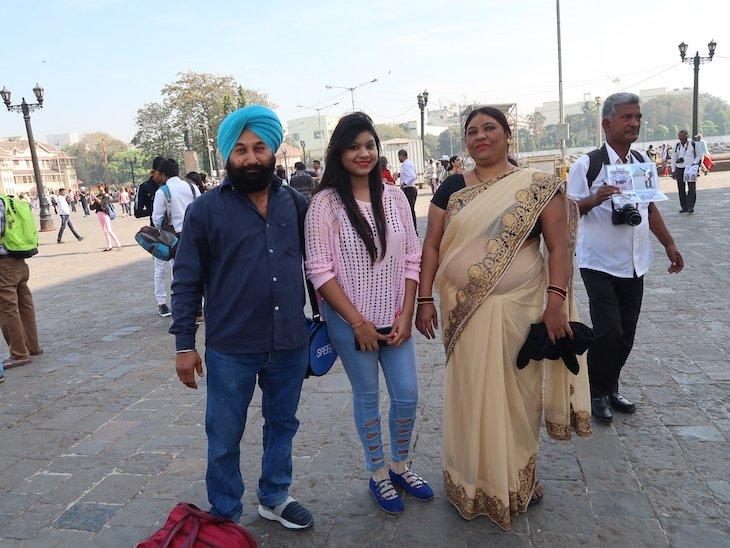 Família em Bombaim depois de me pedirem para tirar uma foto com eles © Viaje Comigo