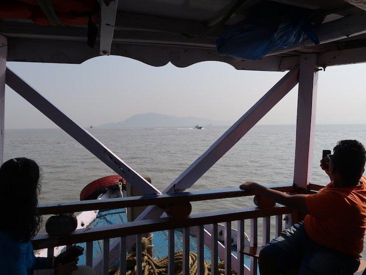 No barco para as Grutas de Elephanta - Bombaim - India © Viaje Comigo