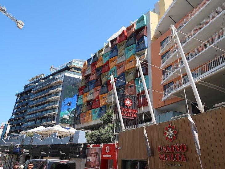 Casino fica a menos de 10 minutos a pé do hotel Marina Hotel Corinthia Beach Resort, Malta © Viaje Comigo