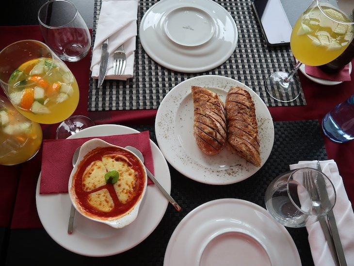 Provoleta e pão d'alho - Restaurante Fornalha, Matosinhos © Viaje Comigo