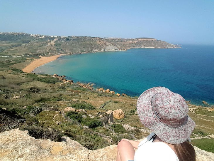 Susana na Tal-Mixta Cave em Nadur - Gozo - Malta © Viaje Comigo