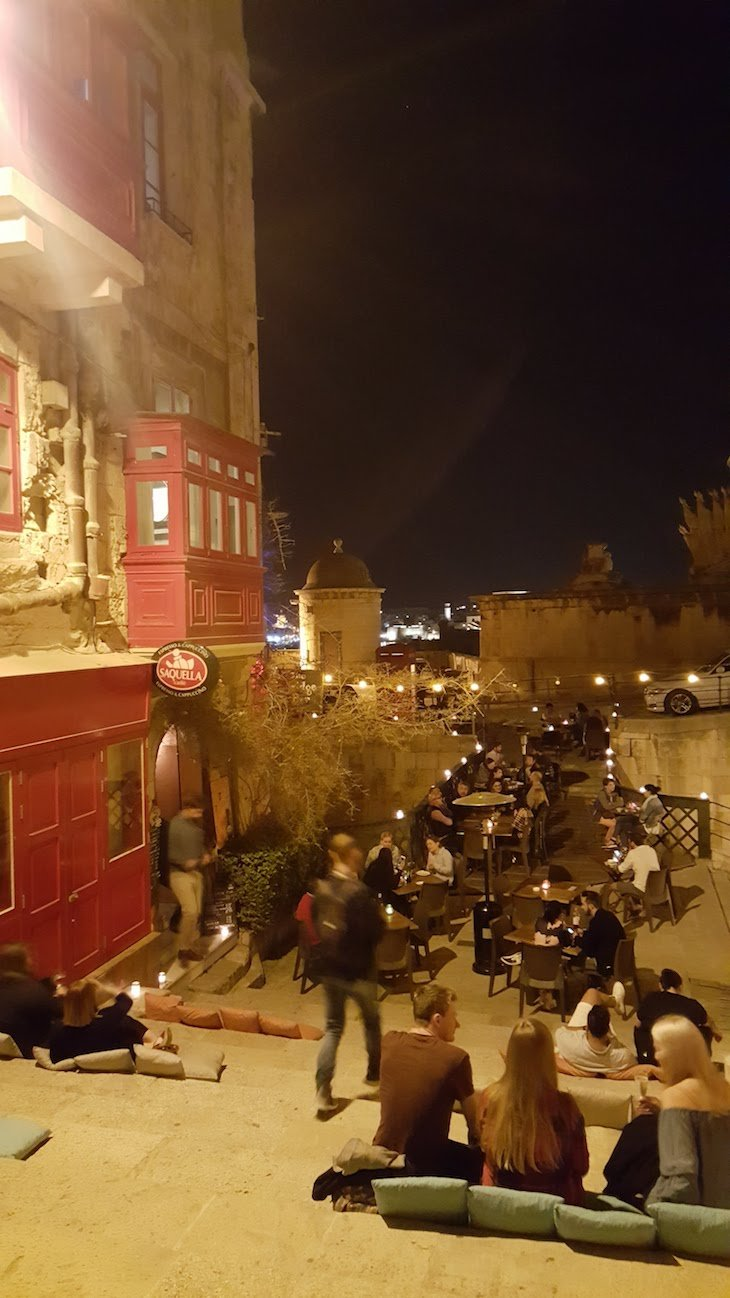 Bares em La Valetta - Malta © Viaje Comigo