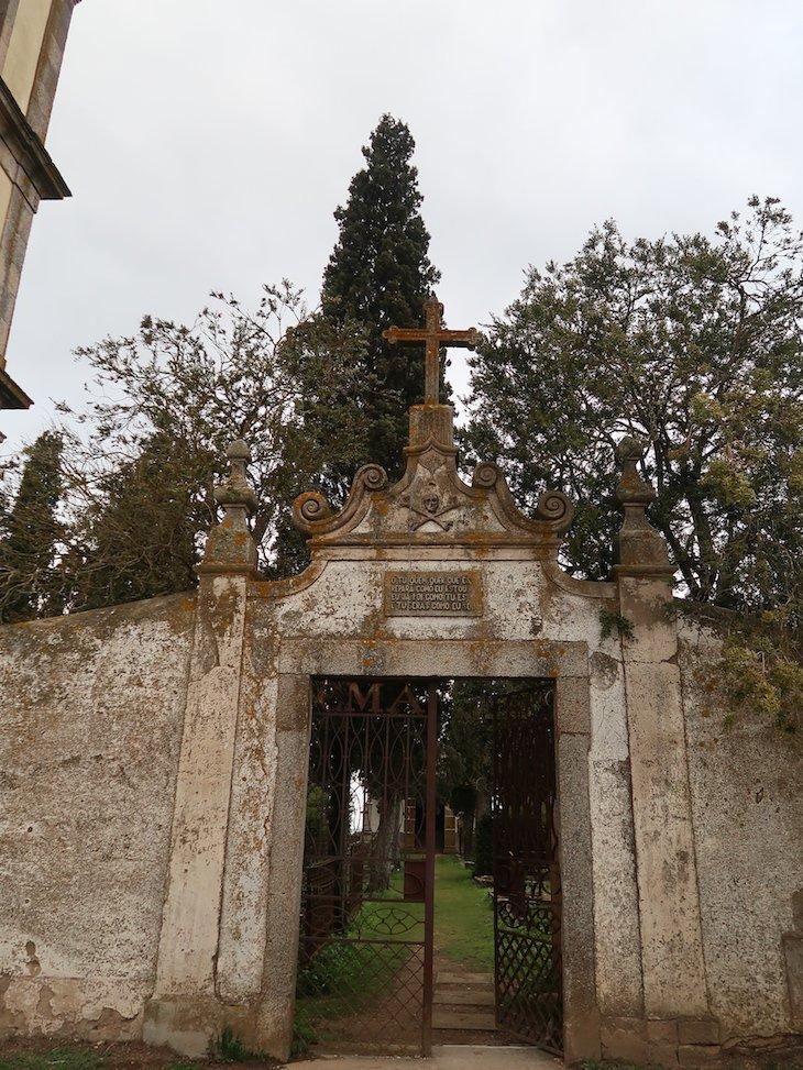 Entrada do cemitério antigo - Almeida - Portugal © Viaje Comigo