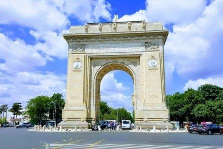 Arco do Triunfo em Bucareste - Roménia © Viaje Comigo