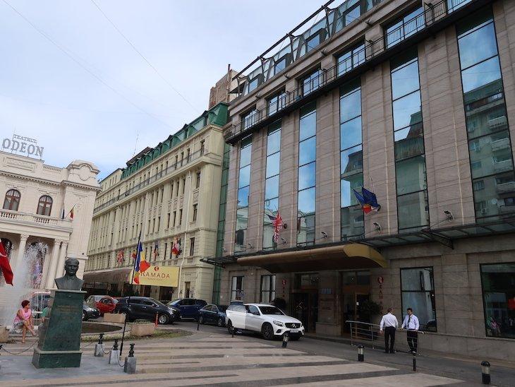 Entrada do Ramada Bucharest Majestic Hotel © Viaje Comigo