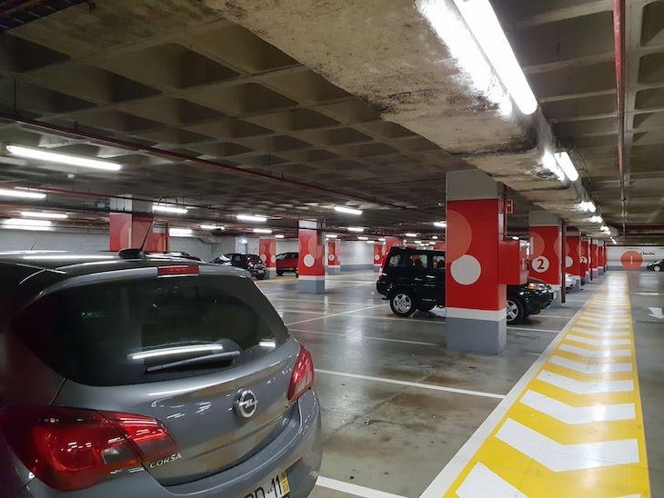 Estacionamento de Carros © Viaje Comigo