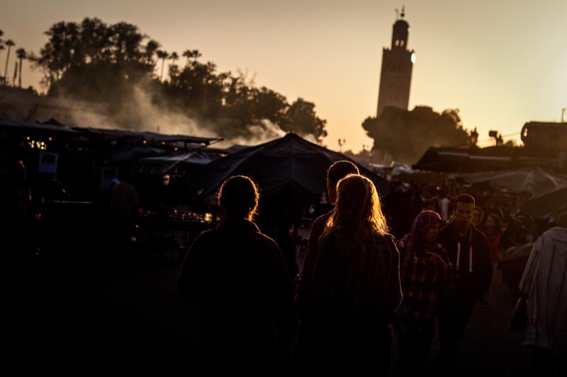 Sombras do por do sol, com a mesquita da Koutoubia, em Marraquexe, sob pano de fundo - © Daniel Rodrigues