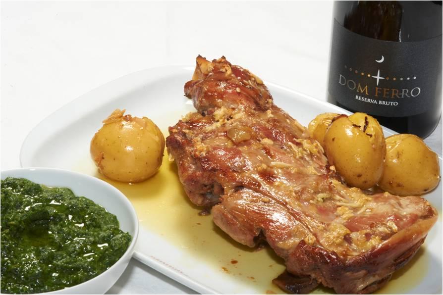 Prato de carne pelo restaurante Dom Joaquim