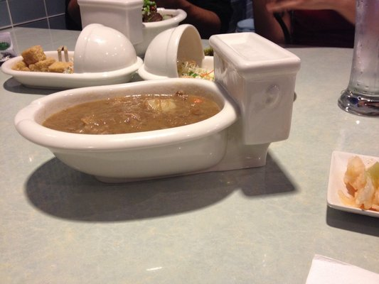 Magic Restroom Cafe é restaurante que é... uma casa-de-banho