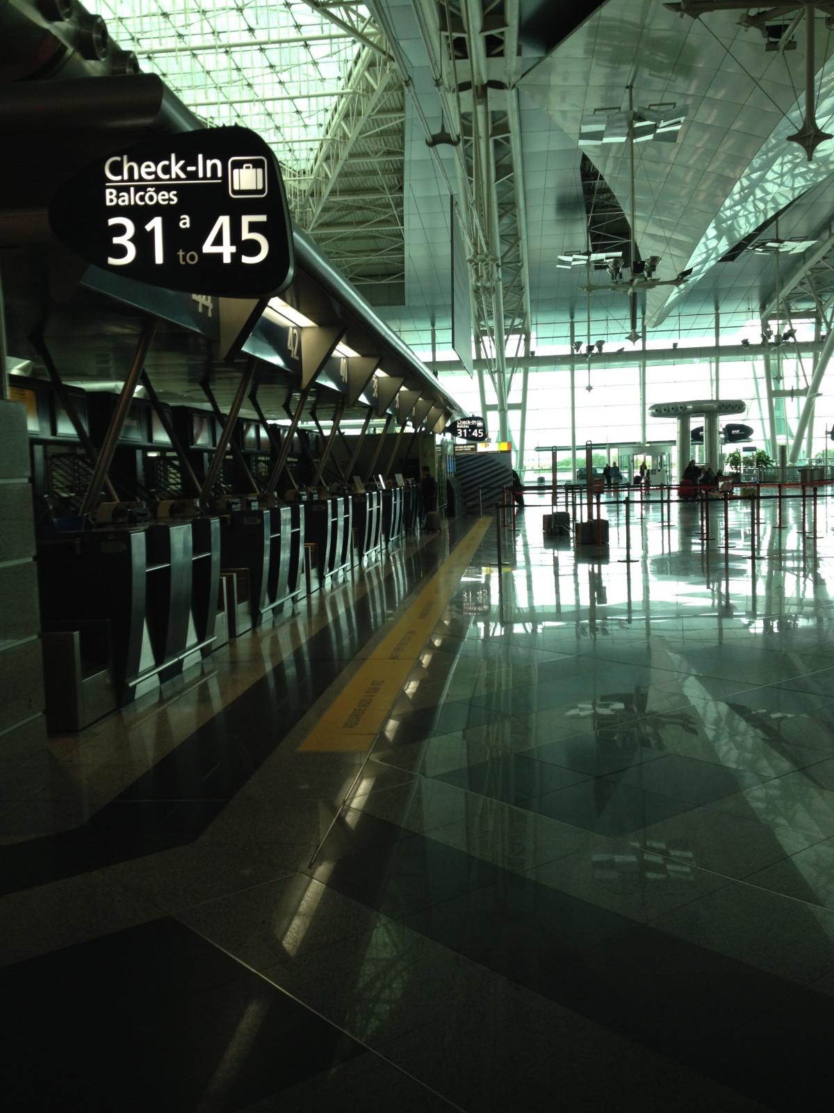 Aeroporto do Porto - Portugal © Viaje Comigo