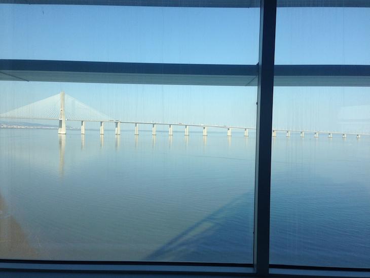 Vista para a ponte Vasco da Gama - quarto do Myriad Lisboa © Viaje Comigo