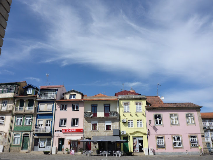 Casas da Praça de Camões, Chaves © Viaje Comigo