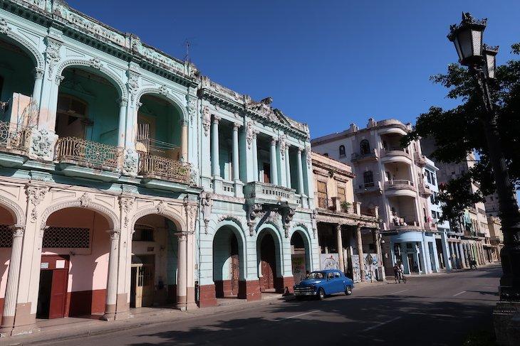 Edifício junto da avenida Prado, Havana - Cuba © Viaje Comigo