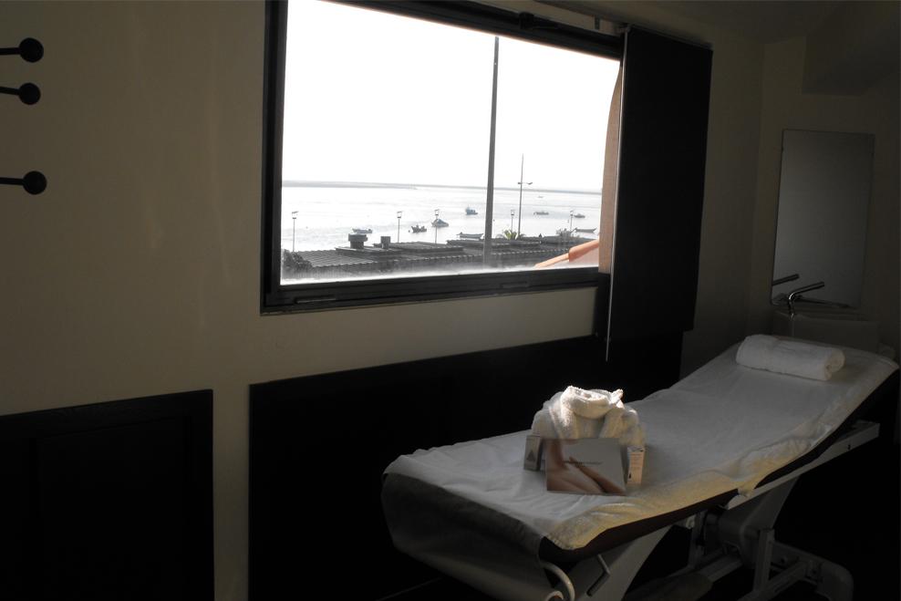Sala de tratamentos com vista para o rio Douro