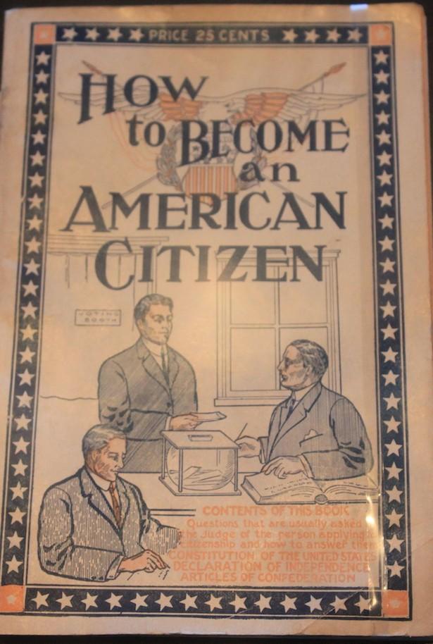 """Guia """"Como tornar-se um cidadão americano"""", Ellis Island"""