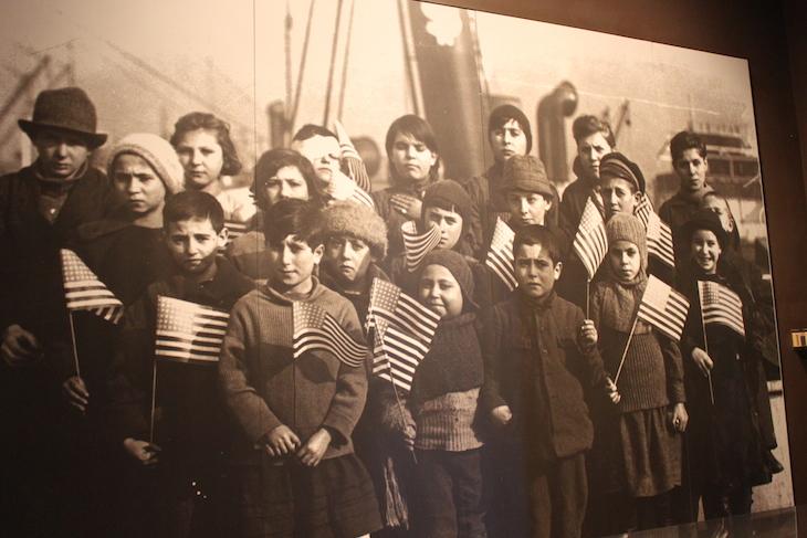 Crianças imigrantes que vinham nos barco, Ellis Island