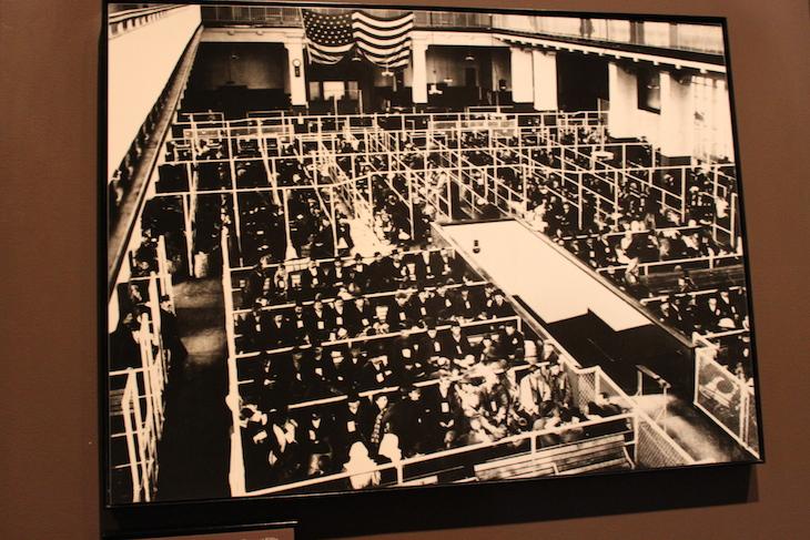 Fotografia da Sala do Registo, Ellis Island