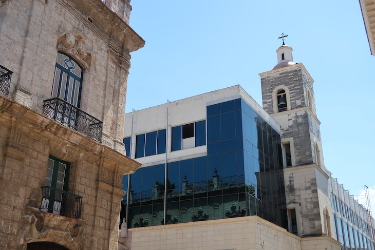 Moderno e clássico no centro histórico de Havana - Cuba © Viaje Comigo