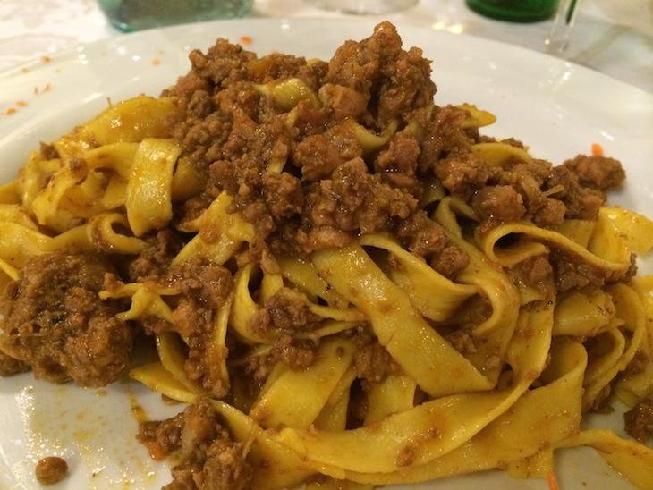 Tagliatelle ala bolognese no restaurante Donatello