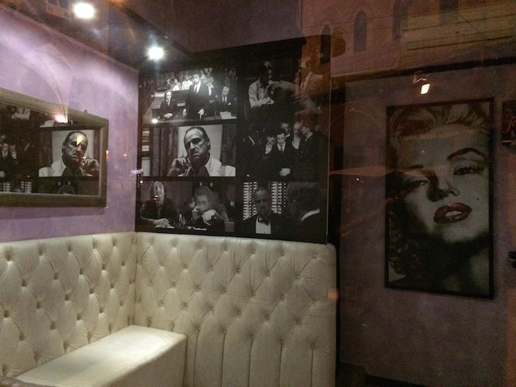 Café Maxim, perto das Duas Torres