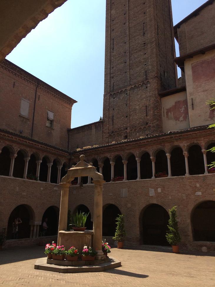 Dentro da Basílica de S. Stefano, Bolonha